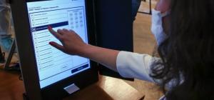 МВнР предлага гласуване по пощата и активна регистрация за българите в чужбина